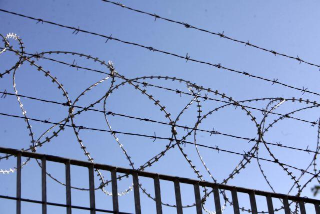 Σε απεργία πείνας κατέβηκαν 100 μετανάστες στο κέντρο κράτησης Παρανεστίου Δράμας | tanea.gr