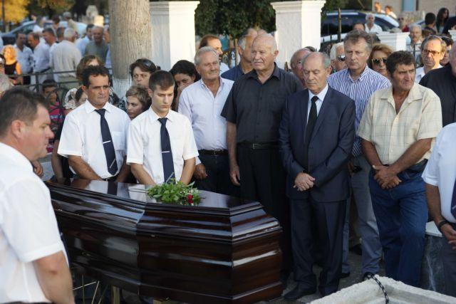 Στις Στέρνες Χανίων κηδεύτηκε ο Εμμανουήλ Κριαράς   tanea.gr