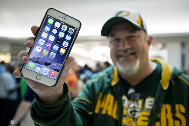 Apple: «Πολύ σπάνια» η περίπτωση να λυγίσει το νέο iPhone 6   tanea.gr