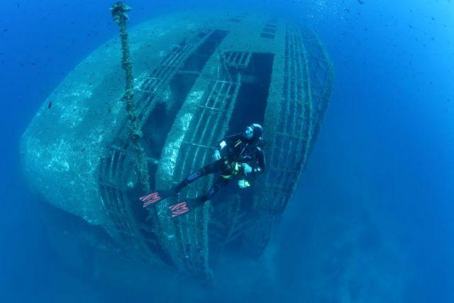 Κώστας Θωκταρίδης: Στα άδυτα του ναυαγίου του «Εξπρές Σαμίνα» - ΤΑ ΝΕΑ