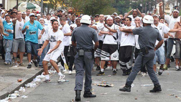 Eνας νεκρός και τρεις τραυματίες από επεισόδια αναμεσα σε οπαδούς στο Σάο Πάολο | tanea.gr