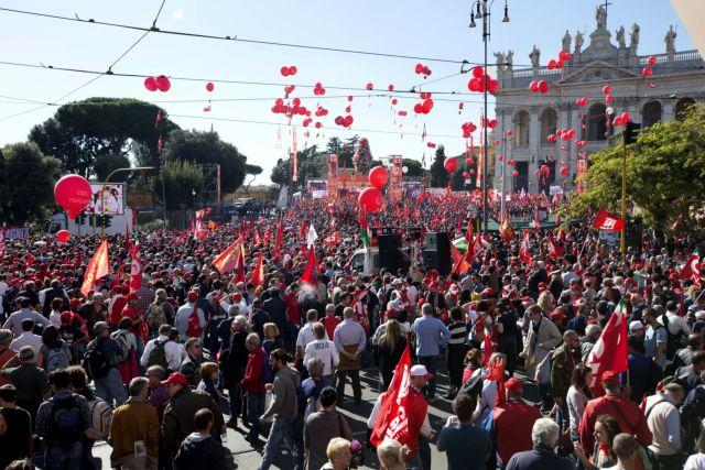 Ρώμη: Ενα εκατομμύριο πολίτες στους δρόμους κατά της πολιτικής Ρέντσι | tanea.gr