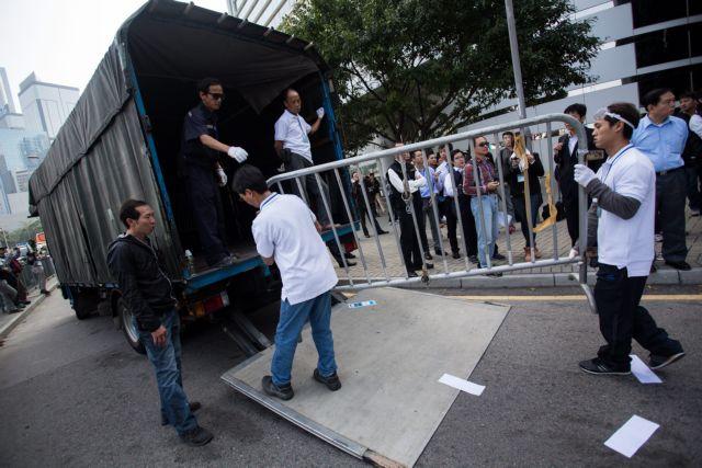 Τα οδοφράγματα στο Χονγκ Κονγκ ξηλώθηκαν με δικαστική απόφαση | tanea.gr