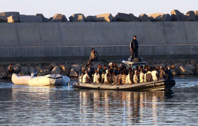 Ασταμάτητη η ροή μεταναστών από την Αφρική προς την Ιταλία | tanea.gr
