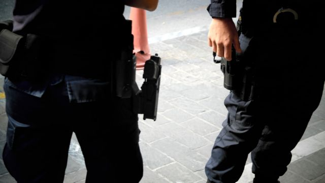 Αποζημίωση 50.000 ευρώ σε αστυνομικό που τραυματίστηκε επειδή δεν είχε αλεξίσφαιρο γιλέκο | tanea.gr