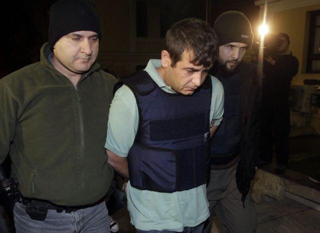 Συνελήφθη συνεργός του Μπάκο - Βρέθηκε και καλάσνικοφ της συμμορίας του   tanea.gr