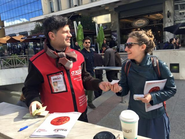 Aθήνα: Για μία ώρα έγιναν πωλητές του περιοδικού δρόμου «Σχεδία» | tanea.gr