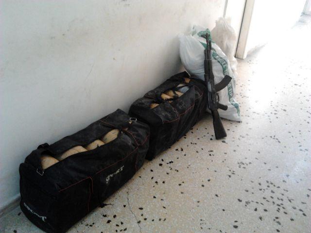 Θεσπρωτία: Δεκάδες κιλά χασίς και καλάσνικοφ βρέθηκαν σε παραλία | tanea.gr