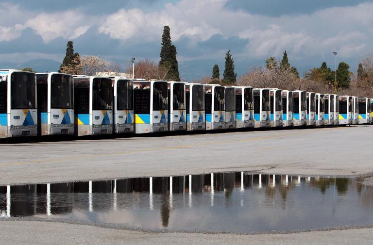 Ξεμένουν από λεωφορεία και τρόλεϊ οι αστικές συγκοινωνίες | tanea.gr
