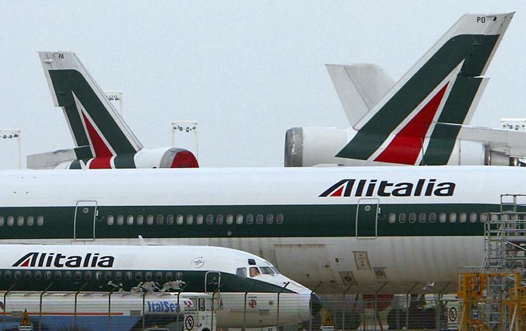 Πιλότος της Alitalia πυροβολεί στην οικία της μητέρας του και παύεται προσωρινά των καθηκόντων του | tanea.gr
