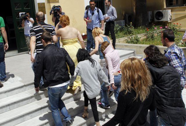 Καταργήθηκε η επαναφορά της διάταξης για τη δημοσιοποίηση στοιχείων οροθετικών γυναικών | tanea.gr