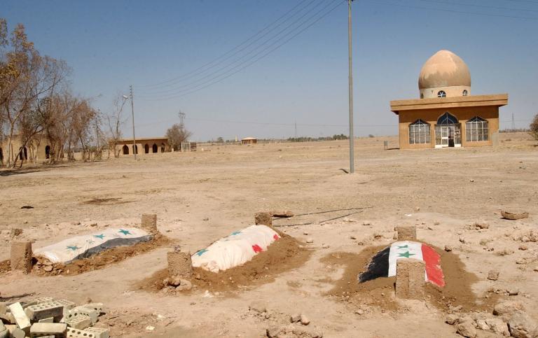 Στην εκταφή 47 σορών από ομαδικούς τάφους προχώρησαν οι Αρχές στο Τικρίτ | tanea.gr