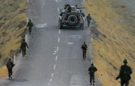 Ιράν: Οκτώ ιρανοί στρατιώτες νεκροί από πυρά ανταρτών στα πακιστανικά σύνορα | tanea.gr