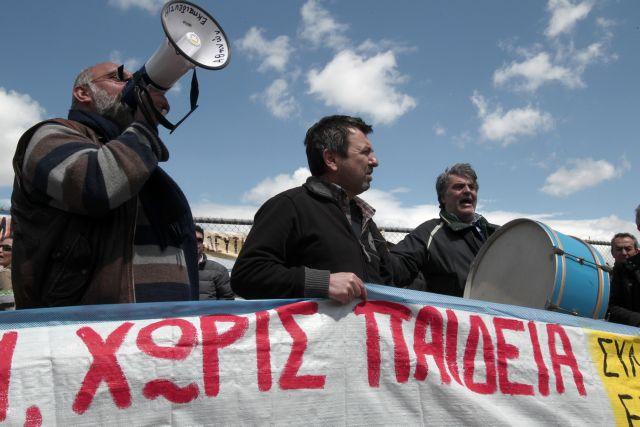 Με κινητοποιήσεις απειλεί η ΔΟΕ μετά τον «εμπαιγμό» από το υπουργείο Παιδείας | tanea.gr