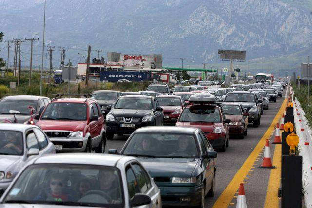 Αυξημένη η κίνηση στις εθνικές οδούς - Ταλαιπωρία στα λιμάνια | tanea.gr