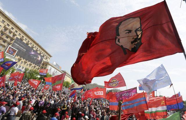 Κίεβο: Στο ίδιο καζάνι της Ιστορίας κομμουνισμός και ναζισμός!   tanea.gr