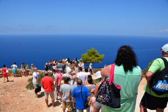 Στα 13,4 δισ. ευρώ τα έσοδα από τον τουρισμό το 2014 σύμφωνα με την ΤτΕ   tanea.gr