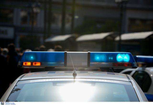 Επίθεση σε περιπολικό, στην οδό Πατησίων | tanea.gr