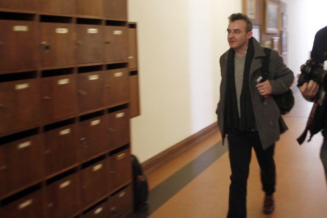 Δίκη Χρυσής Αυγής: «Φουσκωτοί» προπηλάκισαν φοιτητές και τον Νίκο Ορφανό του Ποταμιού   tanea.gr