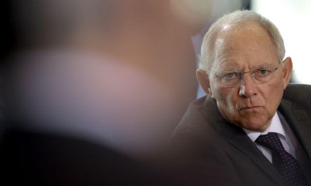 Σόιμπλε: «Δεν συζητείται η αναδιάρθρωση του ελληνικού χρέους» | tanea.gr