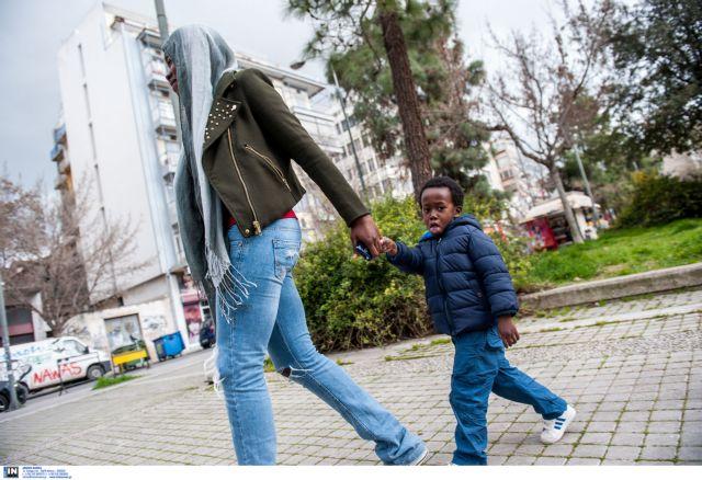 ΠΑΣΟΚ κατά Χριστοδουλοπούλου: «Οι μετανάστες δεν λιάζονται στις πλατείες» | tanea.gr