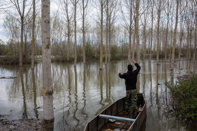 Σέρρες: Χιλιάδες αγροτικές εκτάσεις πνίγηκαν από τα νερά του Στρυμόνα | tanea.gr