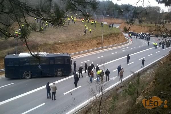 Αγρια η κατάσταση στις Σκουριές - Πανούσης: «Θα υπάρξουν νεκροί»   tanea.gr