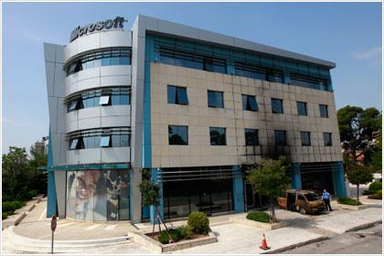 Επίθεση με γκαζάκια στα γραφεία της Microsoft στο Μαρούσι | tanea.gr