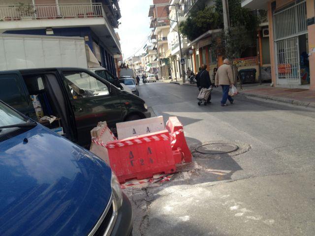 Αθήνα: «Επούλωση»...όπως όπως για την τρύπα στην οδό Αναξάρχου   tanea.gr