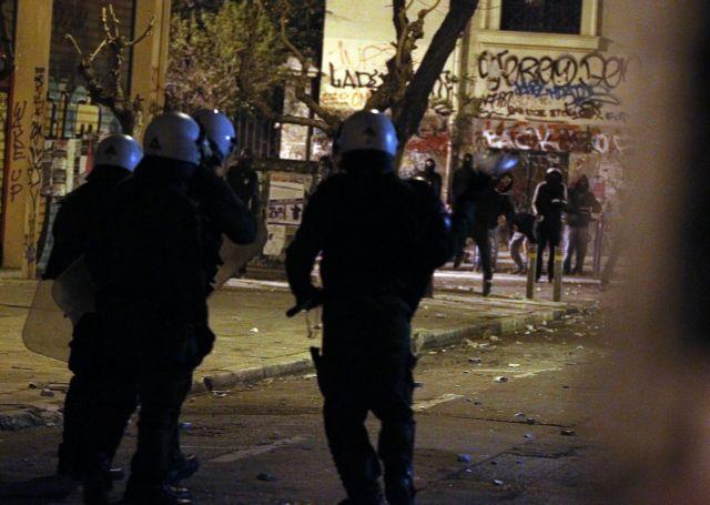 Ποινική δίωξη σε βάρος εννέα συλληφθέντων για τα επεισόδια στο Πολυτεχνείο   tanea.gr