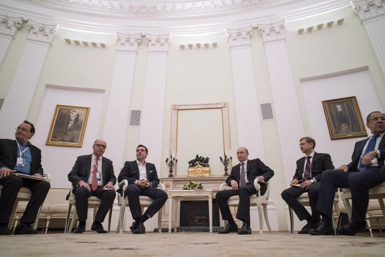 Οι αντιδράσεις των κομμάτων στην επίσκεψη Τσίπρα στη Μόσχα | tanea.gr