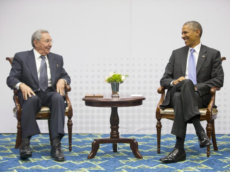 Συνομιλίες 54 χρόνια μετά: Ιστορική συνάντηση του Μπαράκ Ομπάμα με τον Ραούλ Κάστρο   tanea.gr