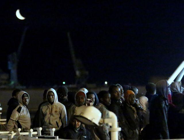 Νέα «Λαμπεντούζα» στη Μεσόγειο: Πνίγηκαν 400 μετανάστες προσπαθώντας να φτάσουν στην Ιταλία   tanea.gr