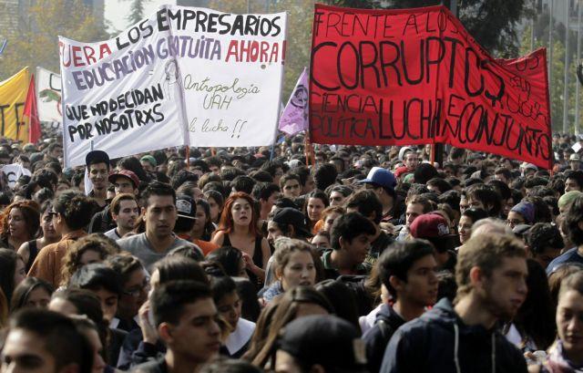 Ογκώδεις διαδηλώσεις στη Χιλή για την παιδεία αλλά και εναντίον της διαφθοράς   tanea.gr