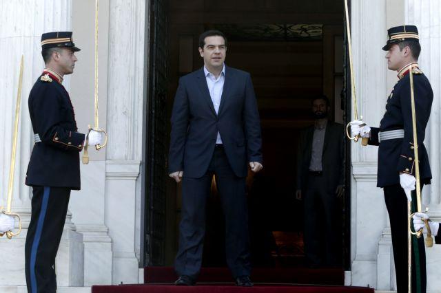 Σε ρόλο πυροσβέστη ο Τσίπρας | tanea.gr
