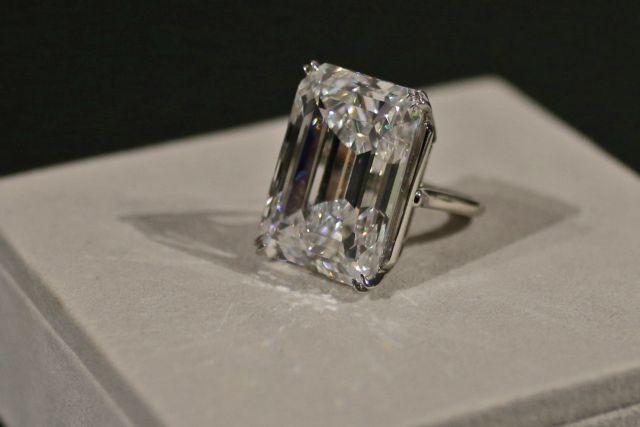 Νέα Υόρκη: Διαμάντι 100 καρατίων πουλήθηκε 22,1 εκατ. δολάρια σε δημοπρασία   tanea.gr