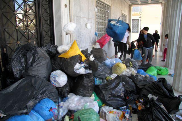 Πύργος: Αγανάκτηση για τα σκουπίδια   tanea.gr