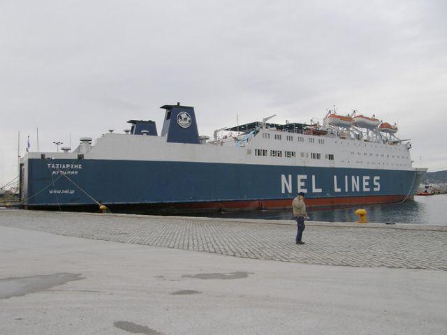 Δεμένο στο λιμάνι του Λαυρίου το «Ταξιάρχης» λόγω επίσχεσης εργασίας   tanea.gr