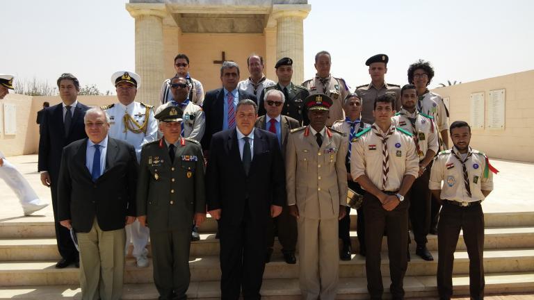 Το μνημείο των Ελλήνων Πεσόντων στο Ελ Αλαμέιν επισκέφθηκε ο Πάνος Καμμένος | tanea.gr