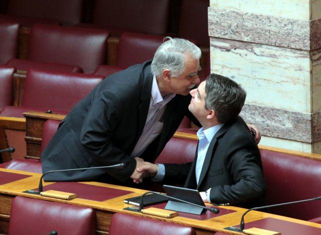 [Μικροπολιτικός] Το φιλί των φίλων | tanea.gr