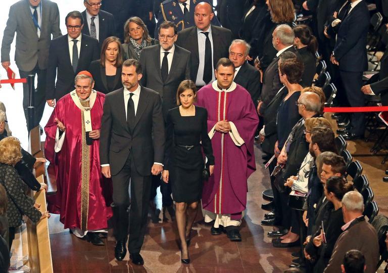 Τελετή στη μνήμη των θυμάτων από τη συντριβή του Airbus A320 στις γαλλικές Αλπεις   tanea.gr