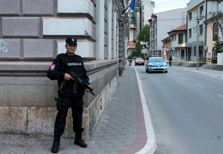 Επίθεση ενόπλου σε αστυνομικό τμήμα στη Βοσνία | tanea.gr