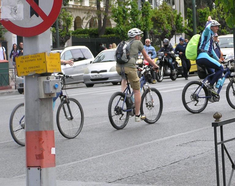 Ορθοπεταλιές #94 - Λίγα ψίχουλα ποδηλατόδρομων σου γυρεύω   tanea.gr