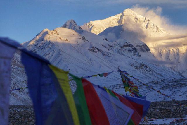 Ο σεισμός του Νεπάλ ανύψωσε το Κατμαντού, αλλά κόντυνε το Εβερεστ! | tanea.gr