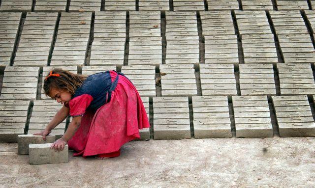 UNICEF: Σε φθίνουσα πορεία η παιδική εργασία στην Ελλάδα | tanea.gr