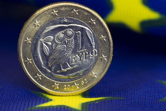 Bloomberg: Υποχωρεί το δολάριο έναντι του ευρώ λόγω ενδείξεων συμφωνίας για την Ελλάδα | tanea.gr