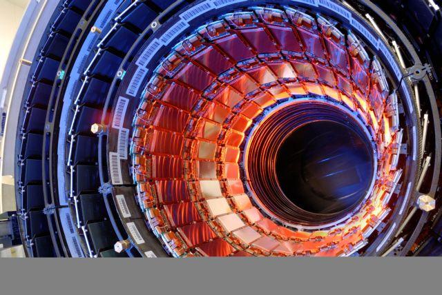 Τα πειράματα στο CERN αποκάλυψαν μια νέα σπάνια διάσπαση σωματιδίου   tanea.gr