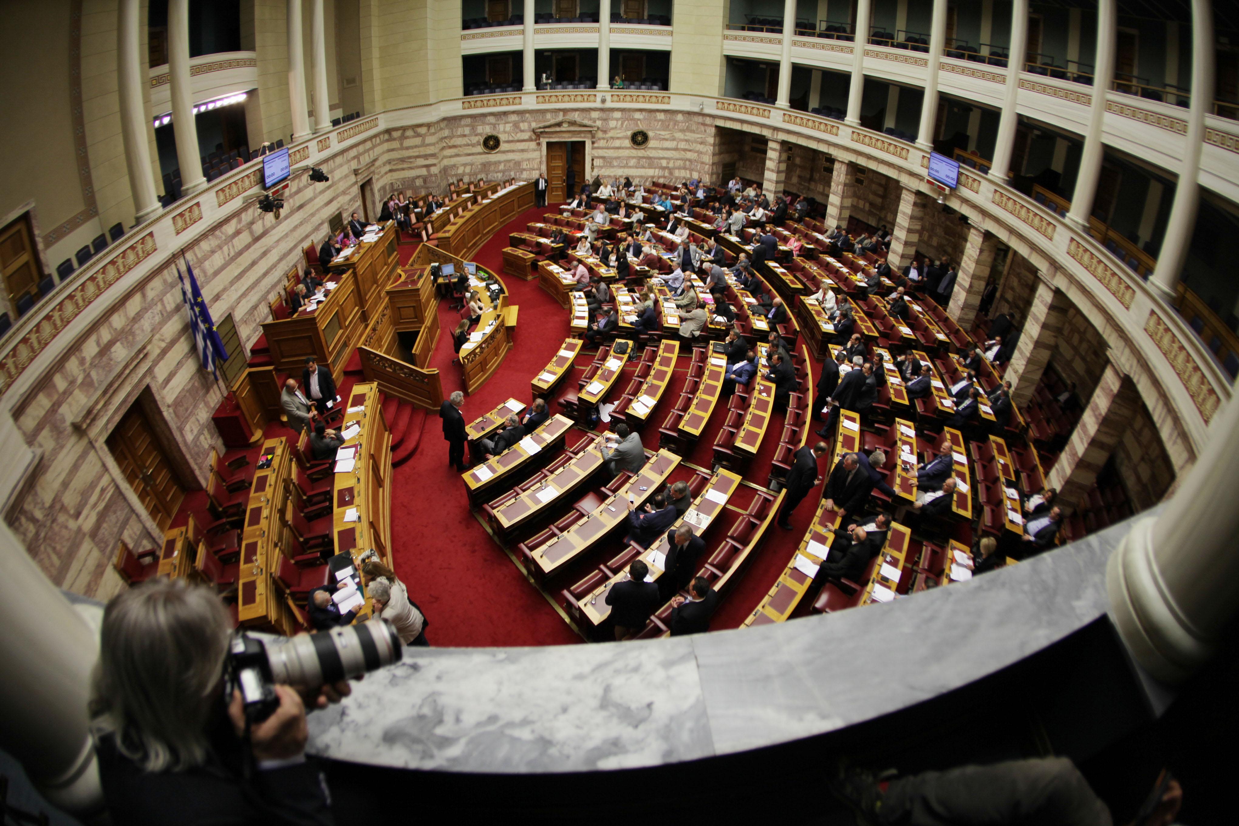 Ψηφίστηκε εν μέσω αντιπαραθέσεων στη Βουλή η ΠΝΠ για την Ελληνική Βιομηχανία Ζάχαρης | tanea.gr