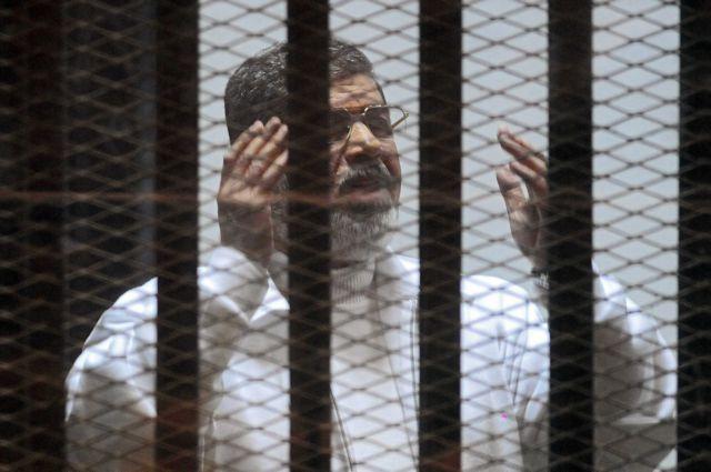 Αίγυπτος: Σε ισόβια για κατασκοπεία καταδικάστηκε ο Μόρσι   tanea.gr