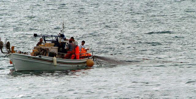Ελεύθερος ο έλληνας ψαράς που κρατήθηκε από τις τουρκικές Αρχές απέναντι από τη Λέσβο   tanea.gr